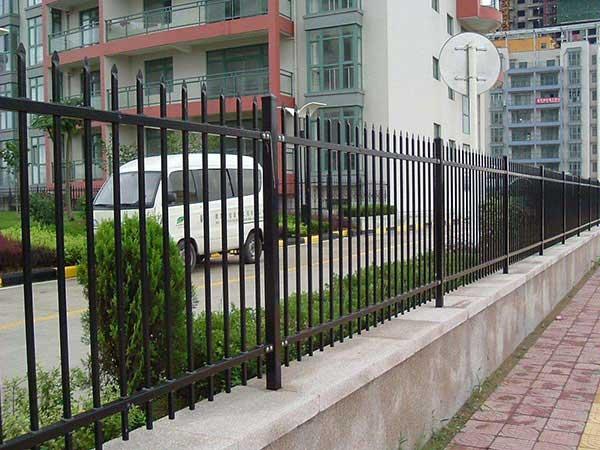 小区锌钢护栏案例