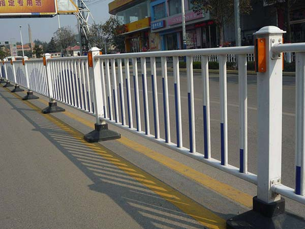 城市交通护栏案例